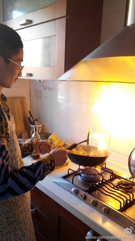 教主迈克陈-和讯财经微博-今天在朋友家下厨@
