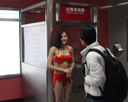 女主播张心儿做义工需要衣不遮体么?(图)