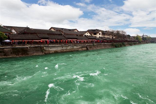 岷江开堰,春色里的水狂欢