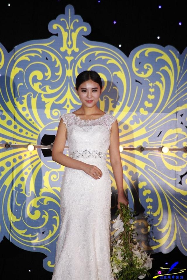 在婚礼秀上遇见可爱美女